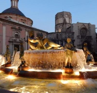 Valencia Plaza de la Virgen de nuit photo Bob Driessen