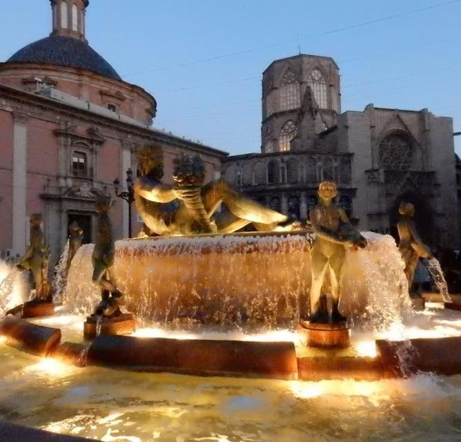 Valencia Plaza de la Virgen at night photo Bob Driessen