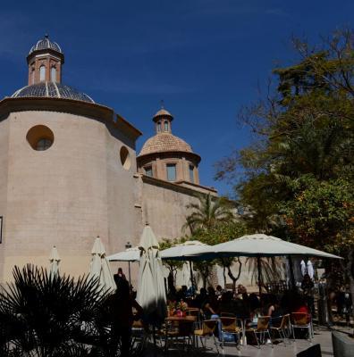 Terrasse de café, centre historique de Valencia, photo Bob Driessen