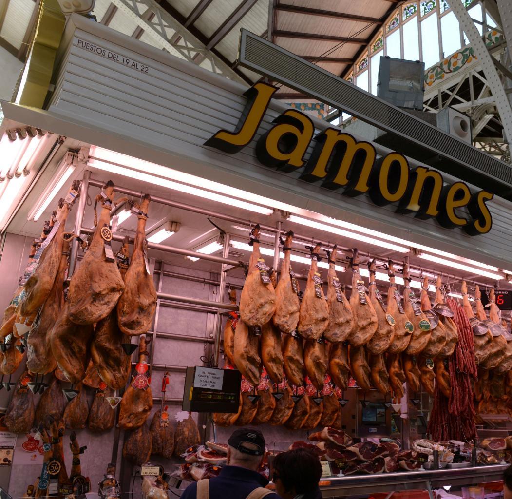 Jamones Mercado Central photo Bob Driessen
